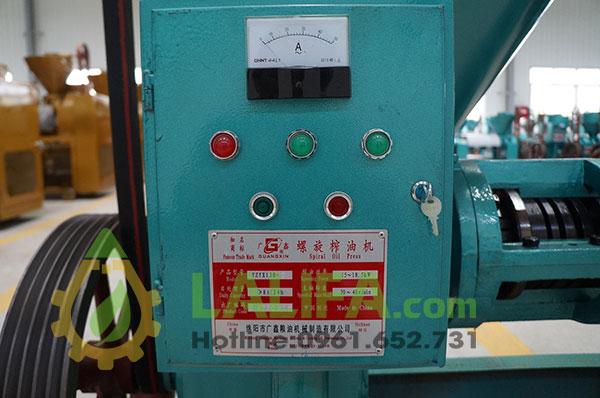 Bộ phận bảng điện điều khiển trục ép, đồng hồ đo điện áp