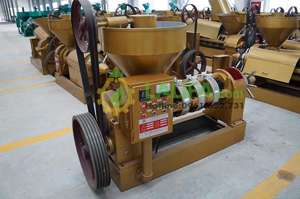 Mầu vàng là màu đặc chưng của dòng máy mã 140, nhà máy này có kiểu sơn màu khá đặc chưng